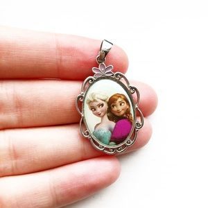 Disney Frozen Elsa & Anna jewelry pendant